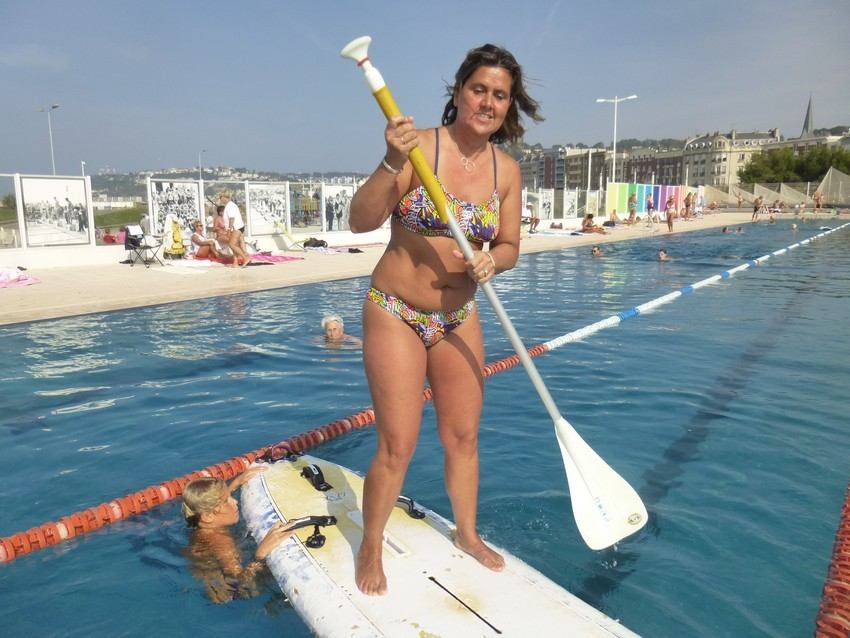 Christine s\'essaie au paddle